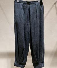 黒シワ加工裾タックワイドパンツ