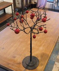 りんごの木 (りんごが17個)
