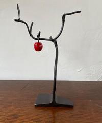 りんごの木(りんごが1個)