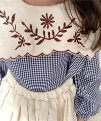 刺繍襟ギンガムチェックトップス