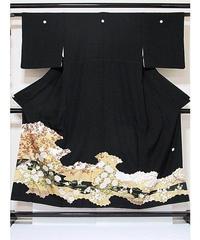 ●さらに!値引きしました20%OFF【黒留袖】正絹比翼/四季花文 牡丹 梅 菊/刺繍入り☆151cm前後の方ベストサイズ【美品】お薦めです