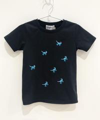 7匹の恐竜の刺繍キッズTシャツ (black)