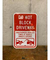 Do Not Block Driveway ロードメタルサイン