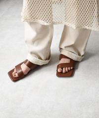 shoes-02110 スクエアトゥ サイドカッティング フラット サンダル エクリュ ブラウン