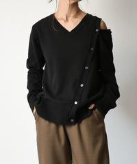 10月中旬~10月下旬入荷分 予約販売 knit-02053 ボタンデザイン 変形Vネックニット ブラック