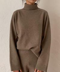 Soft wool yarn knit tops