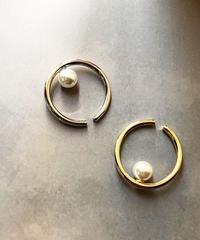 metal circle in pearl ear cuff