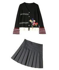 セットアップかわいいボタン&ビーズ&タッセル立体ニットカーディガン+プリーツスカート