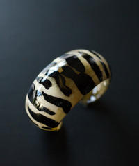 horn bangle 06 - round tiger pattern
