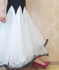 3重チュールボリュームスカート ホワイト×ブラック