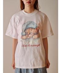 Sleeping cat printed t-shirt