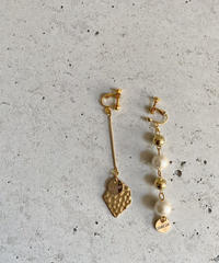 COTTON PEARL LINE UP ASYMMETRY EARRING
