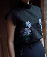 〈在庫販売〉花を着るブラウス【紫陽花】-black-