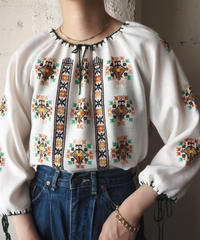 Vintage Embroidery Blouse WHGN