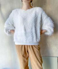 白もけもけセーター