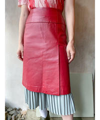 赤レザースカート