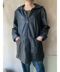 黒レザーフード付きジャケット