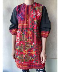 黒赤刺繍ワンピース