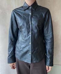 黒レザーシャツ