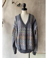 シェブロンVネックセーター