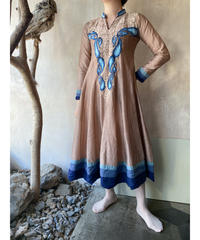 ベージュ青刺繍ワンピース