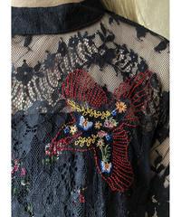 花、鳥刺繍黒レースブラウス