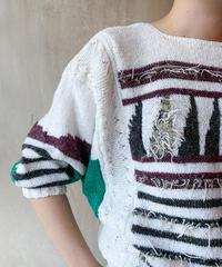 白地ブラウン黒グリーン柄セーター