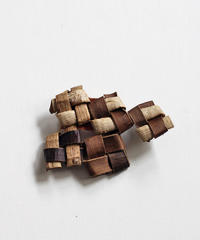 沢胡桃のブローチ 『畳み結び5つ』岩手県産のクルミ樹皮