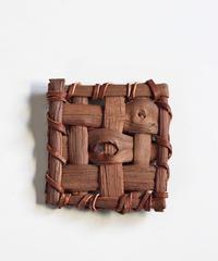 山葡萄のブローチ 『大き目四角型』岩手県産の山ブドウ樹皮