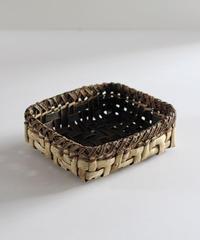 沢胡桃の置きかご 籠 (平) 表皮 縁が裏皮 小物入れ 網代編み