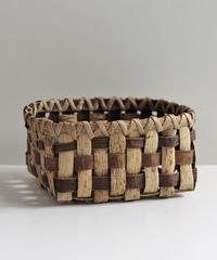 沢胡桃の置きかご  表皮×裏皮市松 小物入れ  素朴な雰囲気 中型サイズ