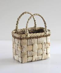 沢胡桃のかごバッグ 表皮 フト編み 可愛い小ぶりシルエット