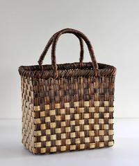 沢胡桃のかごバッグ 市松編み 表皮×裏皮 24cm幅  縦長シルエット