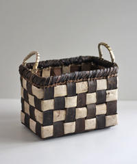 沢胡桃の置きかご  市松柄  ミニ取っ手付き 小物入れ  素朴な雰囲気 中型サイズ