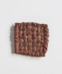 山葡萄のブローチ 『細かい編み目 四角型』岩手県産の山ブドウ樹皮