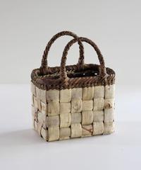 沢胡桃のかごバッグ 表皮×裏皮 フト編み 可愛い小ぶりシルエット