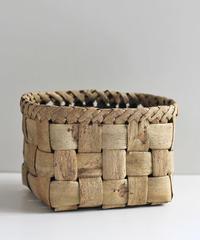 沢胡桃の置きかご  表皮フト編み 小物入れ  素朴な雰囲気 中型サイズ