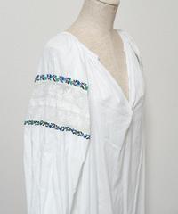 透かしブルー刺繍ワンピース