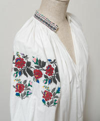 薔薇刺繍ワンピース