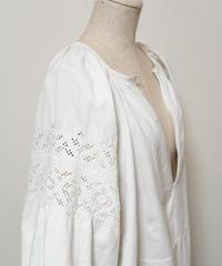 ホワイト刺繍ワンピース