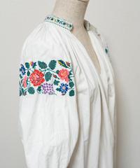 薔薇と葡萄と小花刺繍ワンピース