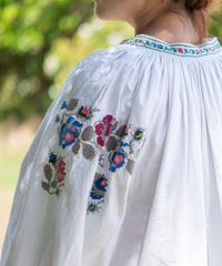 カラフル薔薇刺繍ワンピース
