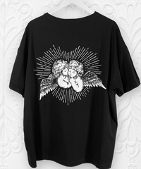 いたずら天使のオーバーサイズTシャツ