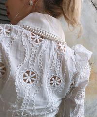 【pour Mademoiselle】フラワーカットアウトシャツ ホワイト