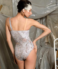[Zidans] Strap leotard, stained with the print Delicate Dirt