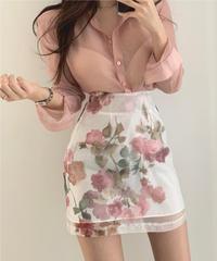 シースルーシャツ+フラワーハイウエストスカート