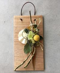 黄色の板飾り
