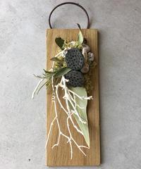 小さなハスの板飾り