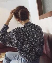 Back Button Floret pattern Blouse    送料無料