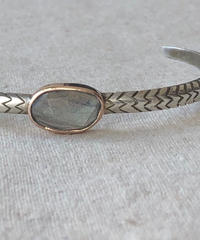 ishi  jewelry / cobra one  stone bangle / labradorite